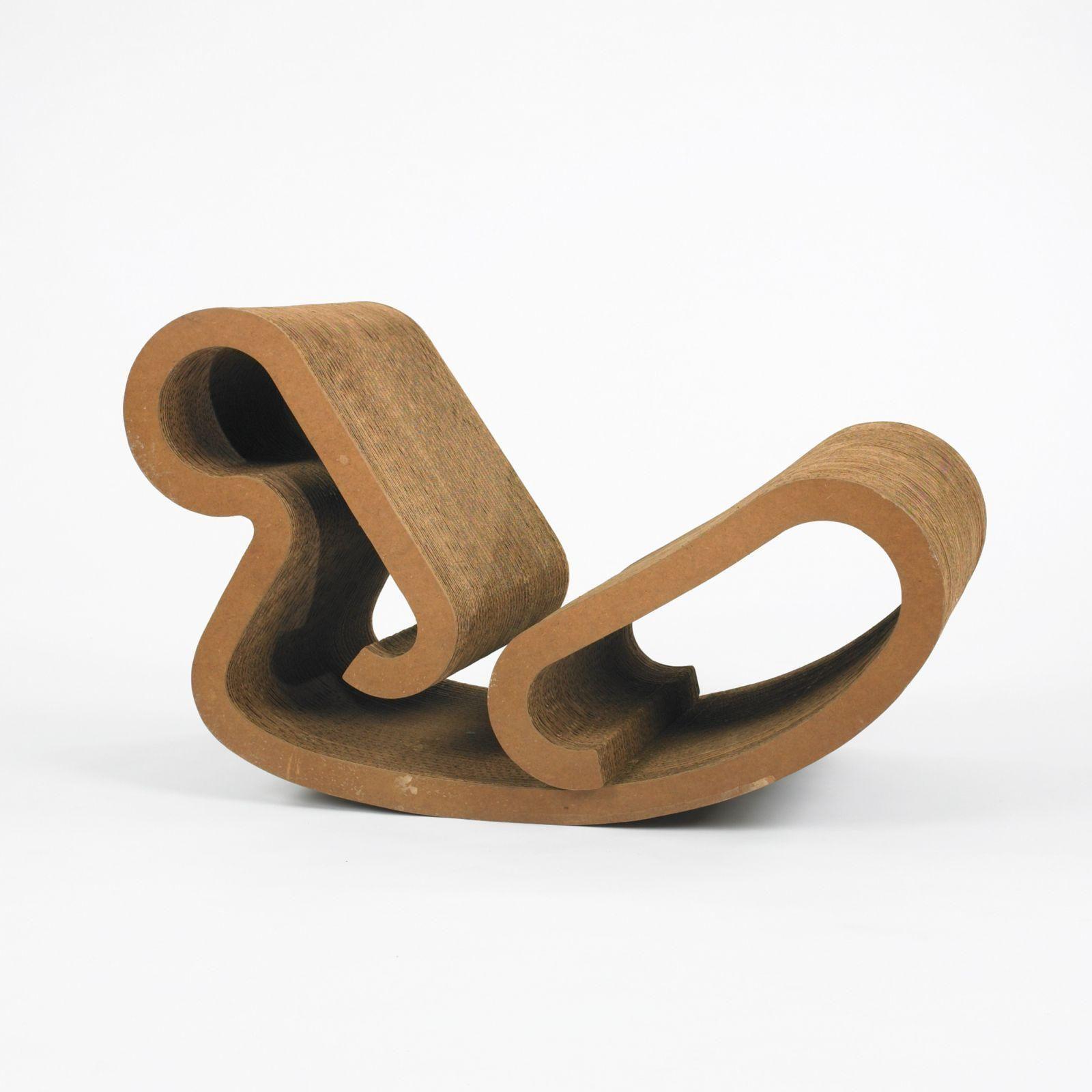 Post # 2: Los origenes del cartón y su aplicación al diseño de mobiliario. http://www.cardboard.es/es/module/csblog/post/8-6-como-surgio-el-uso-del-carton-en-diseno-de-mobiliario.html
