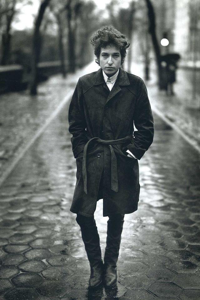 "Bob Dylan - Standing. Size 12x18"". 250gsm Matte Art Paper. [Code - DYL001]"