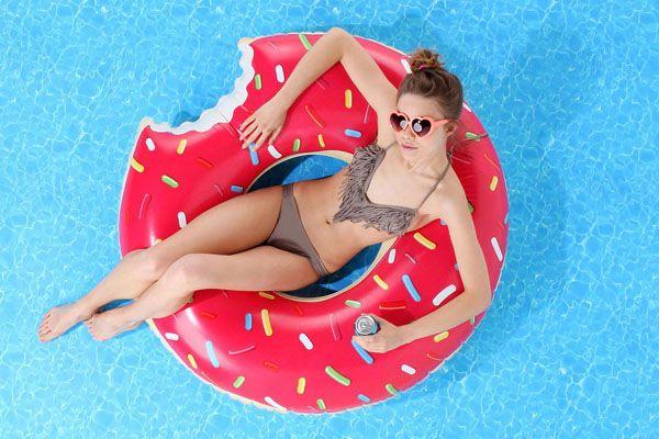 Flotador donut gigante hinchable flotadores pinterest flotadores piscinas y fotos piscinas - Flotadores gigantes ...