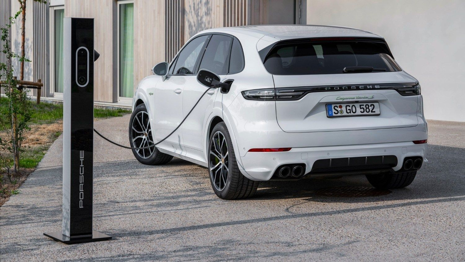 Porsche Launches World S Most Powerful Suv And It S A Hybrid