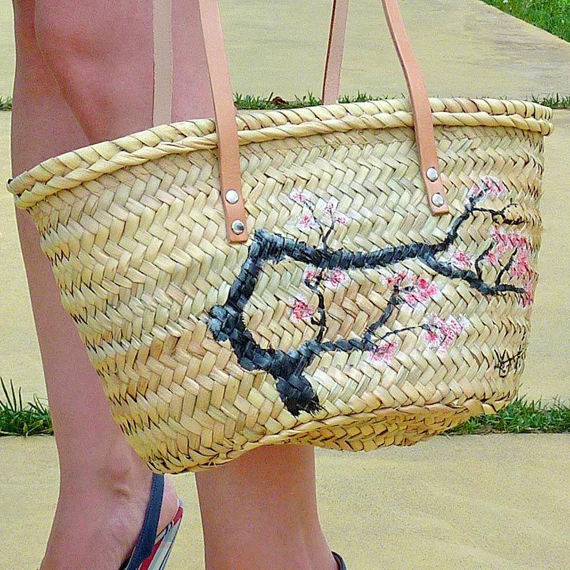 El segundo bolso es un ciruelo brotando en flor. Muy parecido al cerezo, tiene una particularidad... #bolsos #capazos www.artaliquam.com