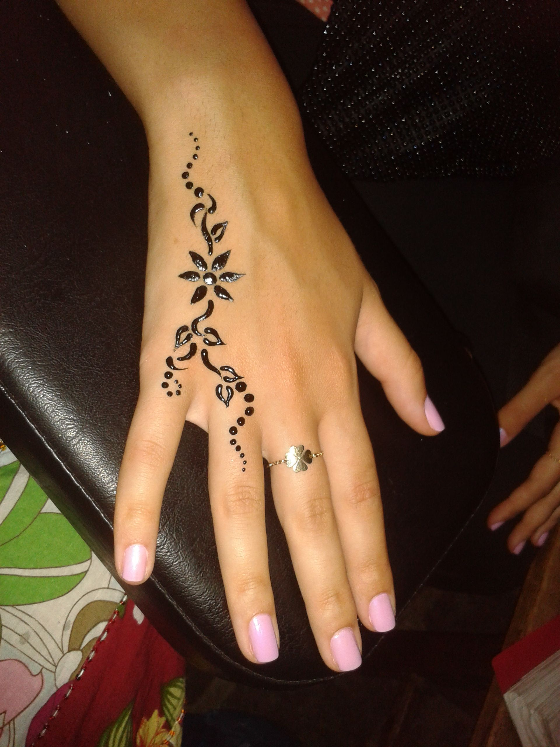 Simple Henna Tattoo On Hand: Made By Delara Bitar Rmeily ( Www.delarts.me )