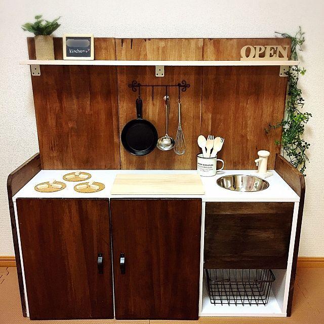 カラーボックスで机も作れる 扉の付け方から収納活用法 おままごとキッチン カラーボックス 収納 アイデア