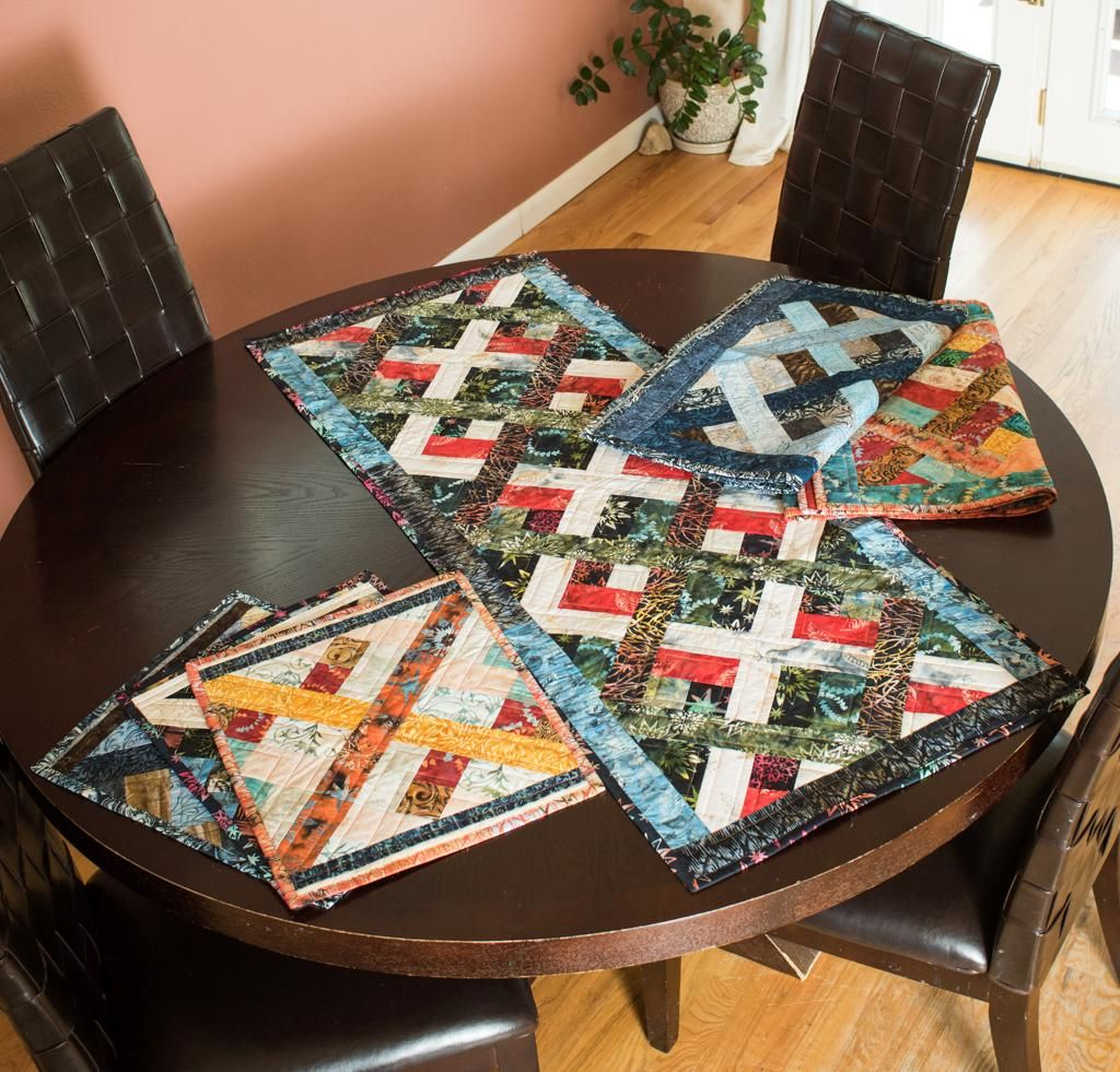 Lattice Links Table Runner Placemats   Pinterest.