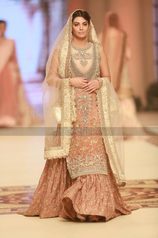 40 Best Designs Pakistani Latest Bridal Lehenga Collection ...
