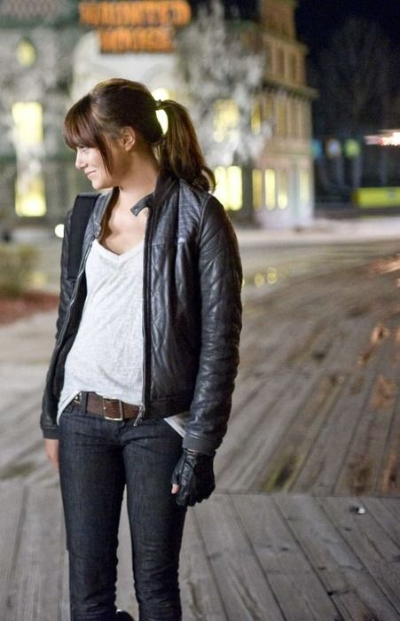 Emma Stone - I kinda love her. wish i could look stunning in such a simple  outfit. e0c3efeb088