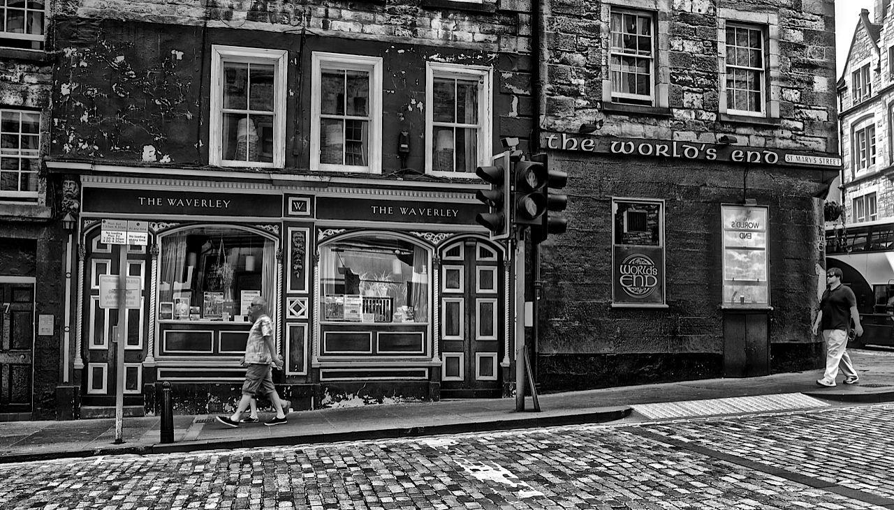White apron edinburgh - The Waverley Bar Edinburgh Around 1978 I Worked In A Clothes Shop Diagonally Opposite