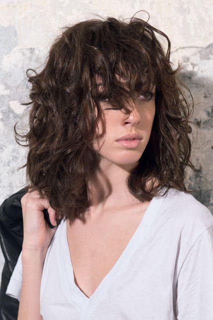 Frisuren Mittellang Locken Coole Frisuren Haare Farben Ideen Frisur Naturwelle Mittellang