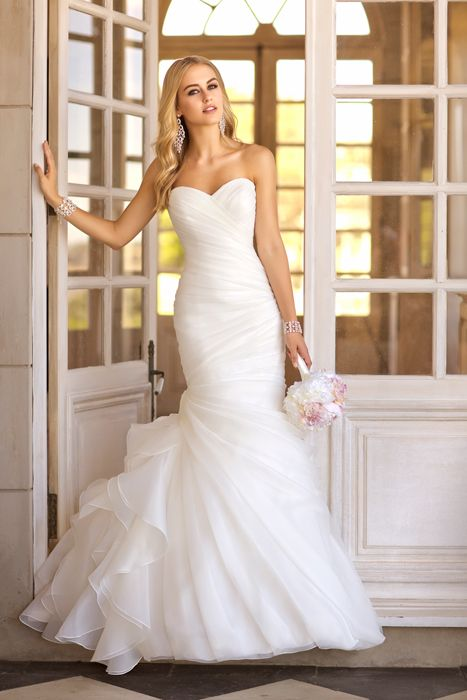Hermoso vestido strapless ceñido al cuerpo. Clásico y elegante ...