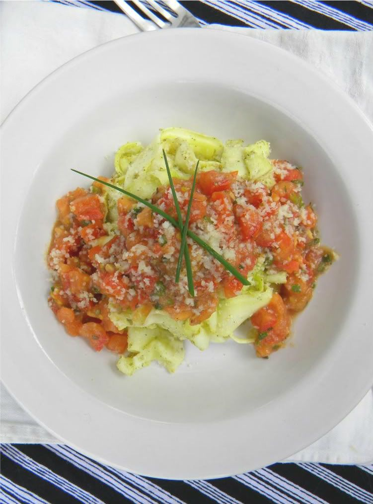 ADDICTED to VEGGIES: Italian Tomato Relish & Zucchini Pasta (that doesn...