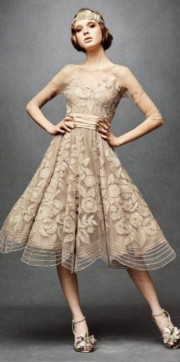 Very vintage pretty: No surprise, by Tracy Reese! Love the old school style that's often featured in her designs.