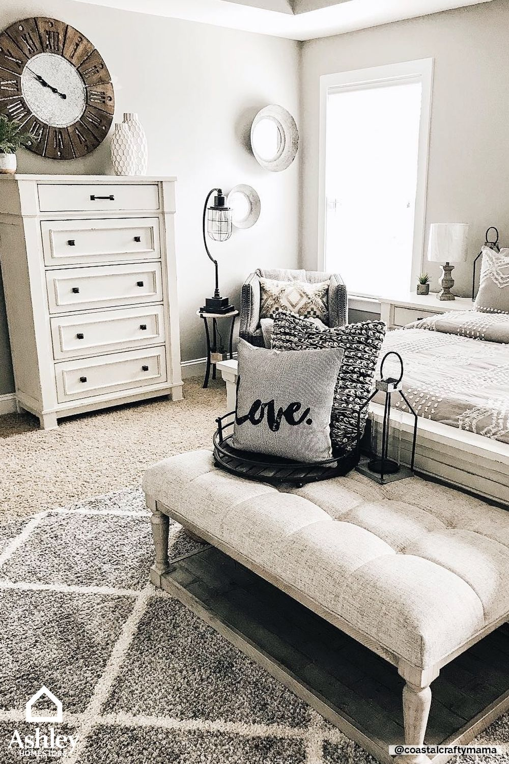 This light and airy farmhouse style bedroom is giving me some serious envy!