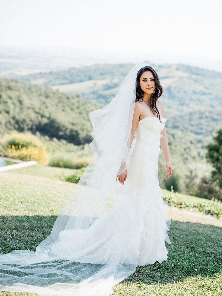 Italian Destination Wedding at Castello di Vicarello | Brautkleid