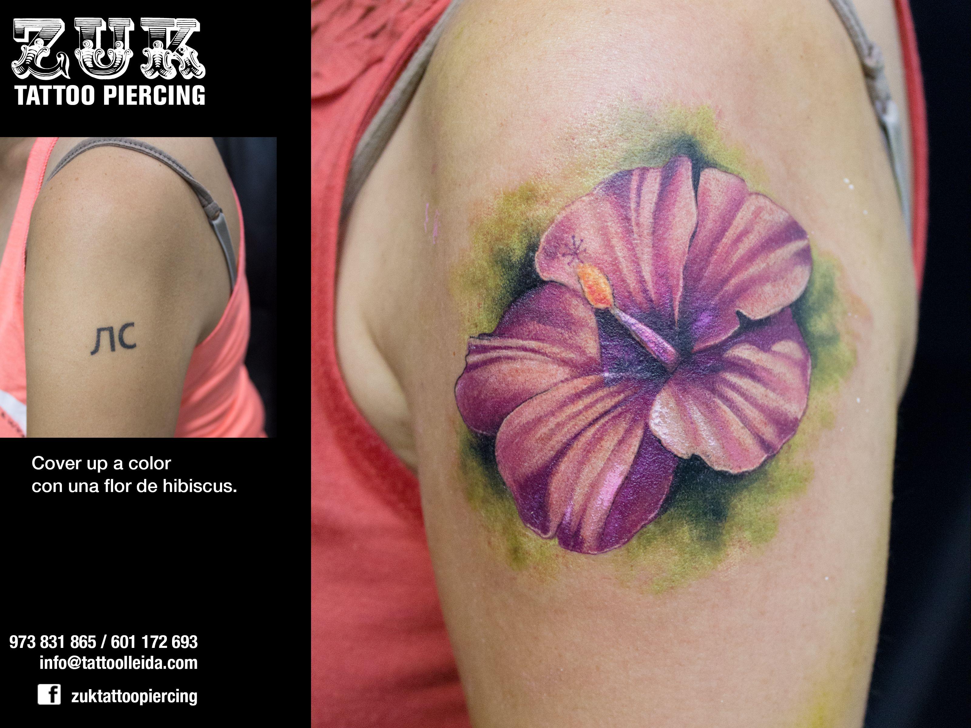 Cover up a color con una flor de hibiscus.