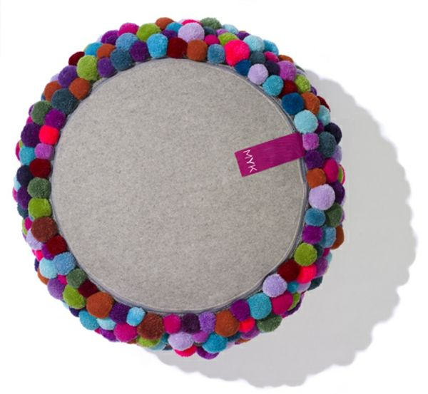 Rückseite bunte bommel MYK Pouf sitzkissen Design little things - teppich für küche