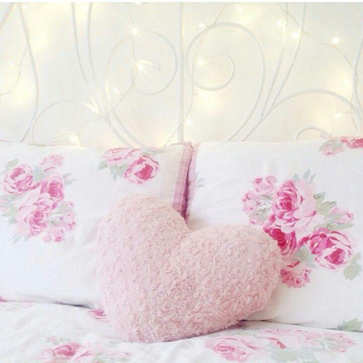 //pillow arrangement//