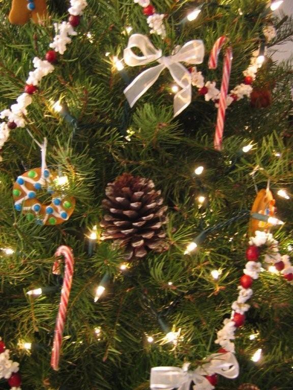 Simplify Your Tree Christmas Tree Decorations Diy Mini Christmas Tree Decorations Xmas Tree Decorations