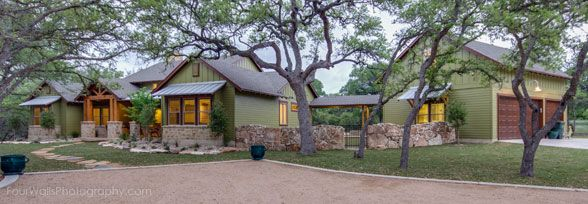 Ranch Style House With Detached Garage Guest Suite Office Above Garage Ranch Style Homes Ranch Style Home Hill Country Homes