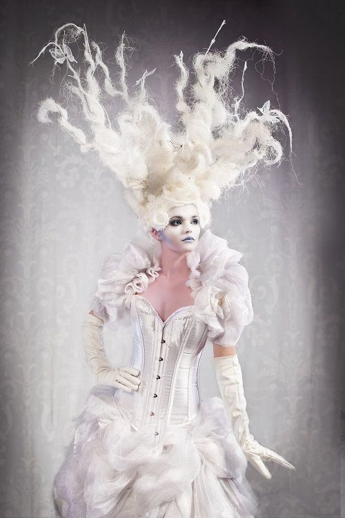 Beautiful Ice Queen from Neil one of the leading body painters in the UK. #snow queen