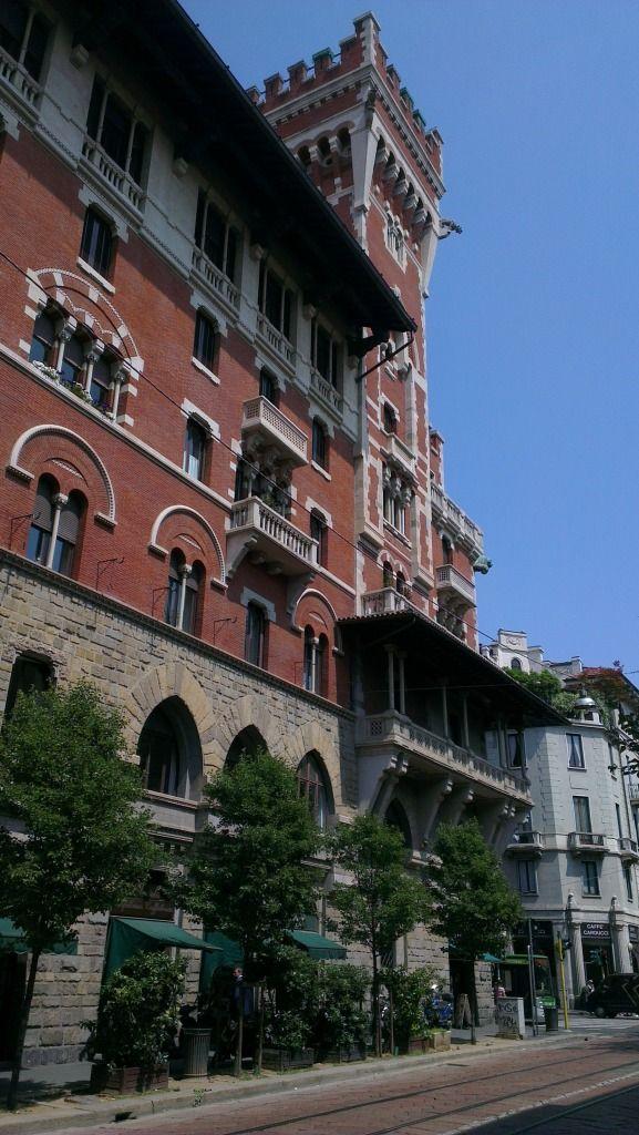 Milaan, Palazzo Gonzaga, angolo Via Carducci e Via San Vittore (da Via San Vittore)