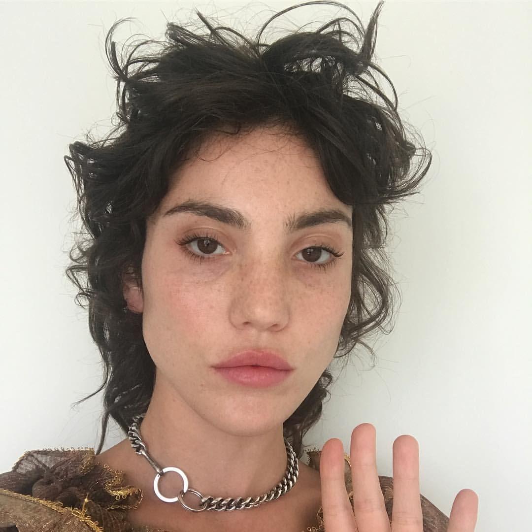 2 480 Likes 27 Comments Daniela Czenstochowski Daniela Lalita On Instagram Hola Cool Hairstyles Medium Hair Styles Mullet Hairstyle