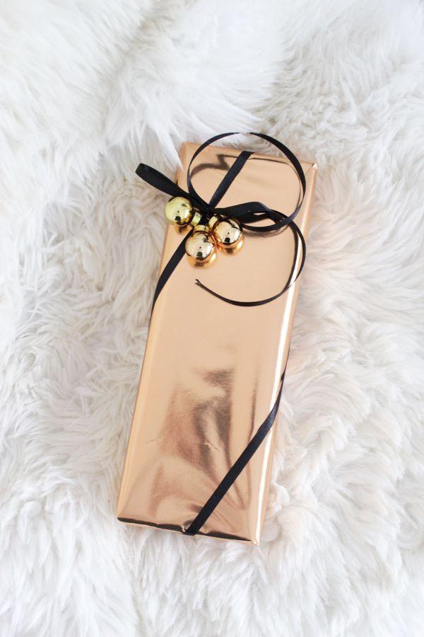 Gift wrapping | Metallic colors | Christmas | Ikea style