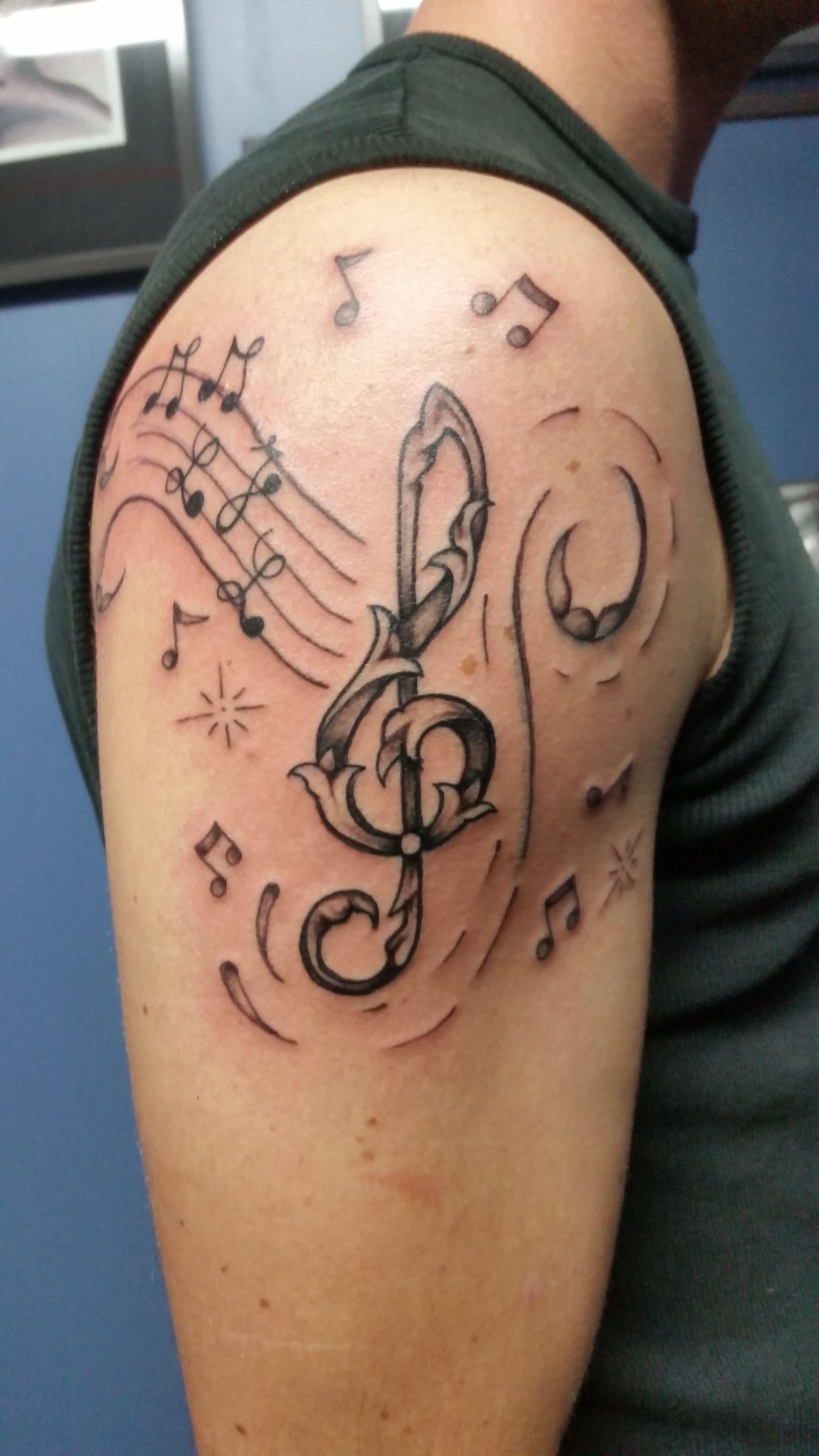 tattoo tatouage note clef de sol bras tatouages filou noir et blanc pinterest tatouage. Black Bedroom Furniture Sets. Home Design Ideas