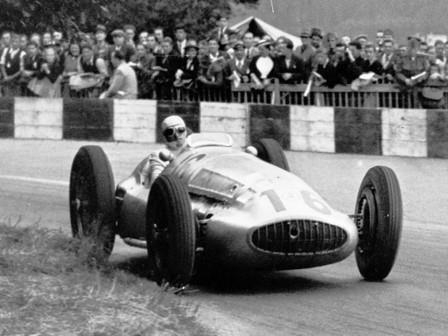 Swiss Grand Prix, August 20, 1939. The winner Hermann Lang (start number 16) in a Mercedes-benz W 154. Second place: Rudolf Caracciola. Third place: Manfred von Brauchitsch.