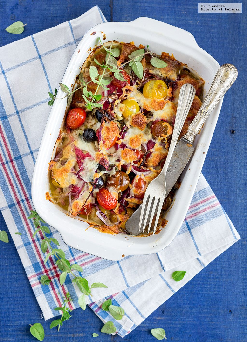 Pechugas de pollo al horno con salami y mozzarella. Receta mediterránea