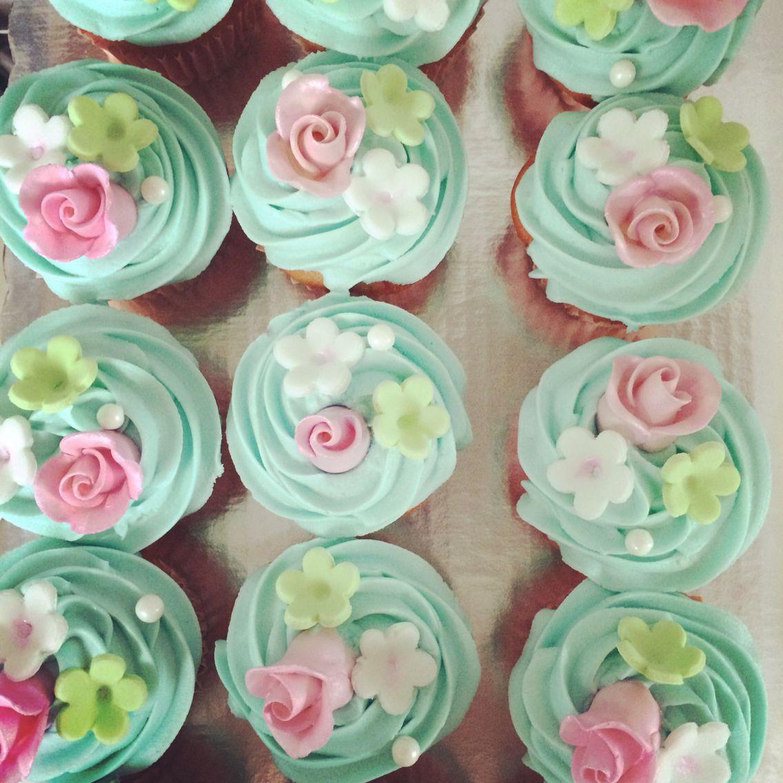 Cupcakes con flor de fondant!