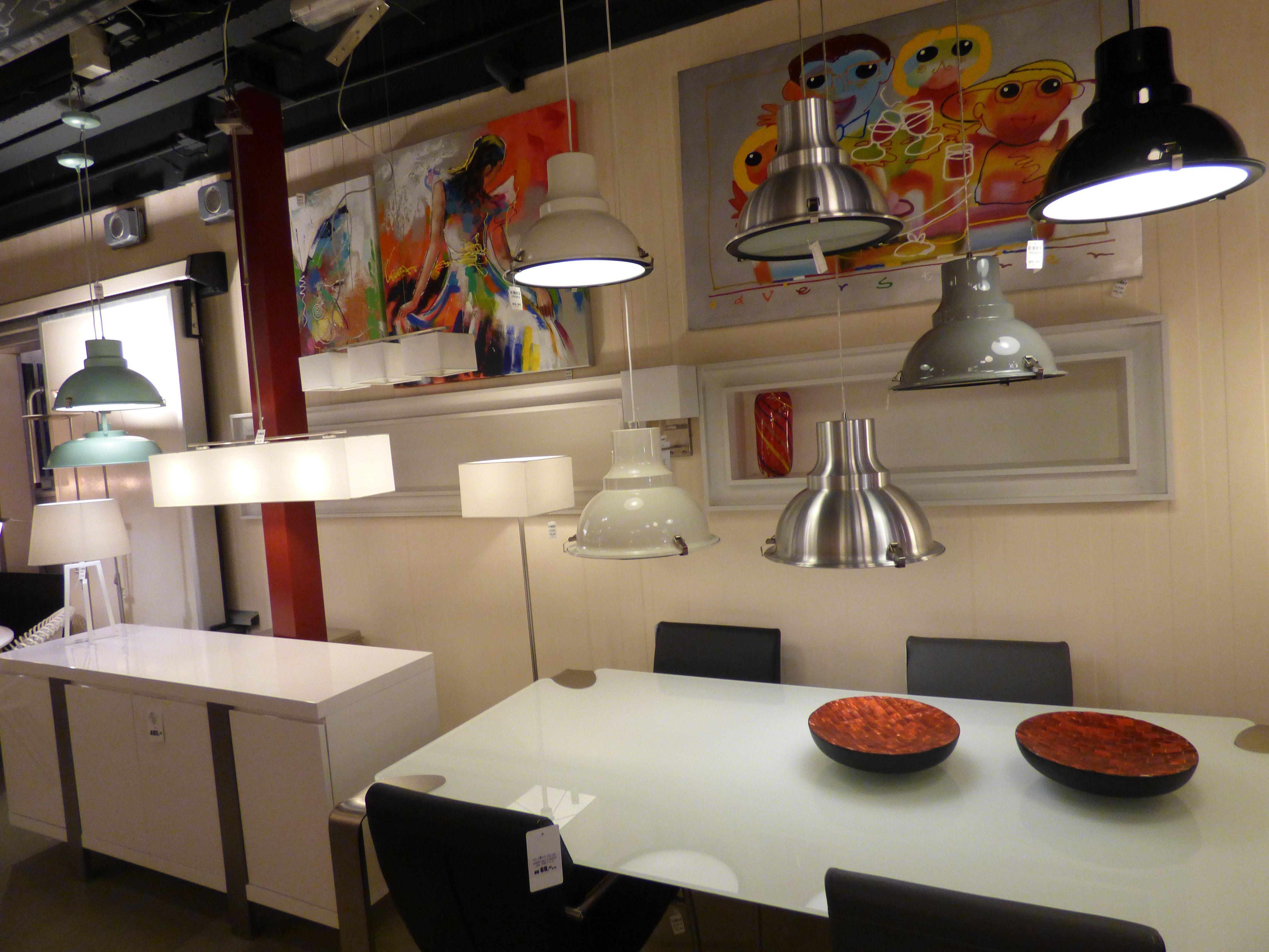 Diseño interior , lámparas colgantes una lámpara colgante de la mesa ...