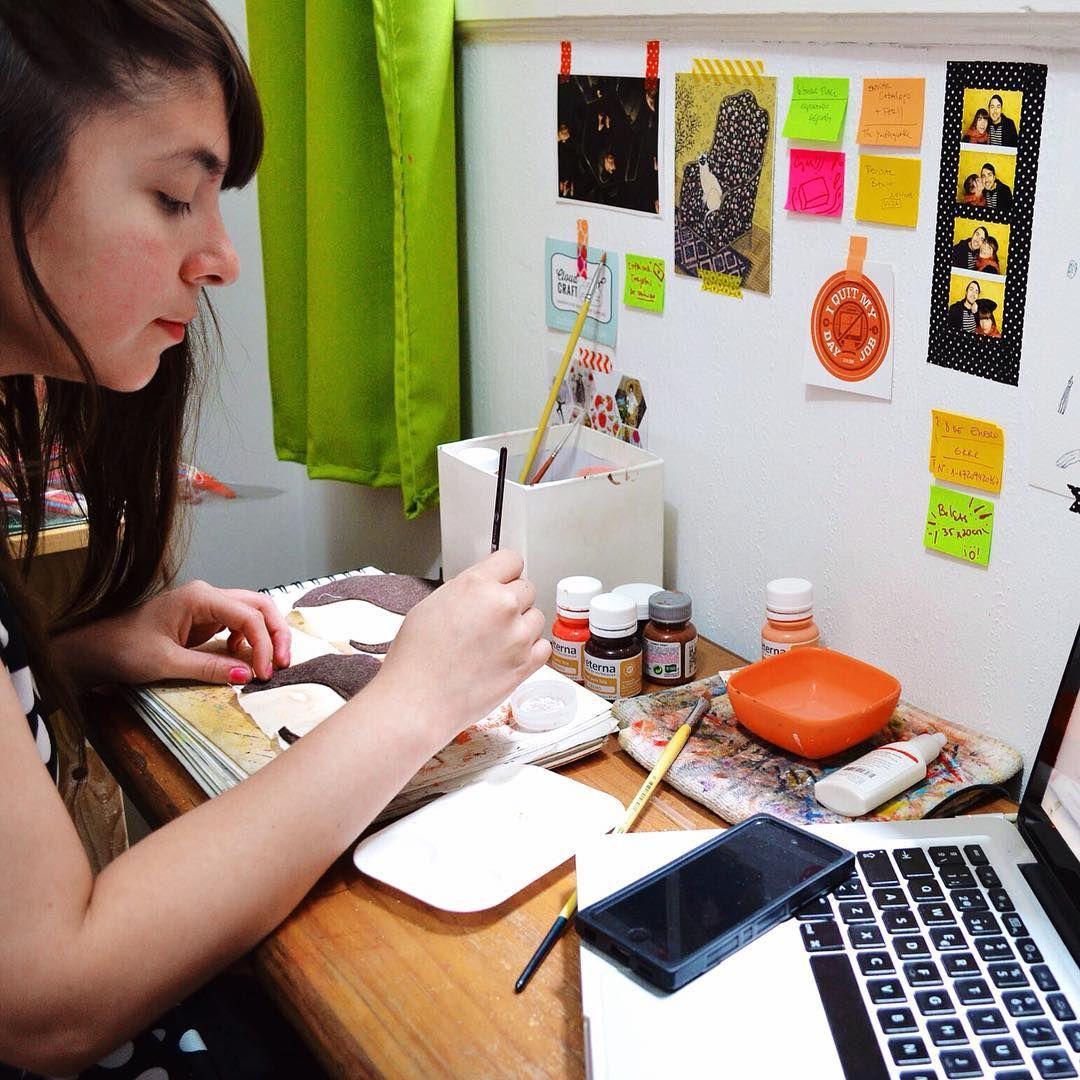 """""""Estoy trabajando en nuevos encargos a pedido!  Si quieres una mandarina personalizada escríbeme a mandarinasdetela@gmail.com ⭐️ #Wip #workspace…"""""""