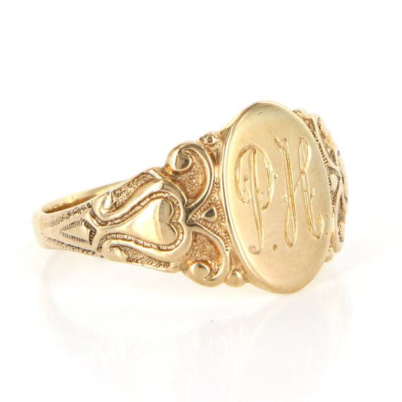 Vintage 10 Karat Yellow Gold Heart Oval Signet Mens Ring Fine