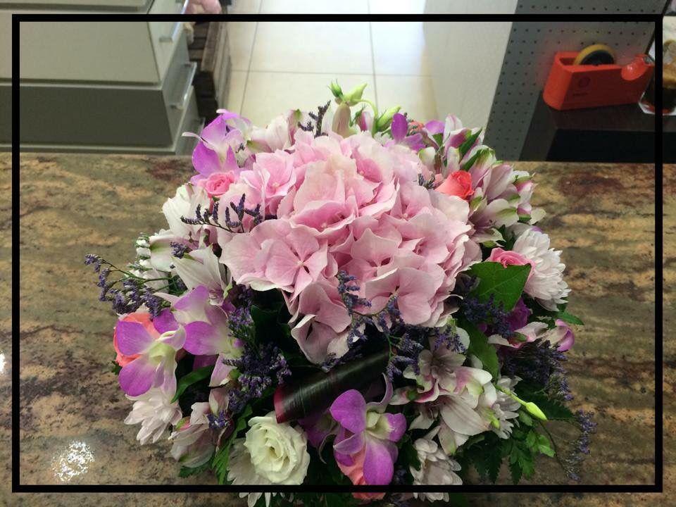 Ροζ ορτανσία ορχιδέες δενδρόβιουμ λευκός λυσίανθος και δίχρωμες αλστρομέριες Pink Flowers