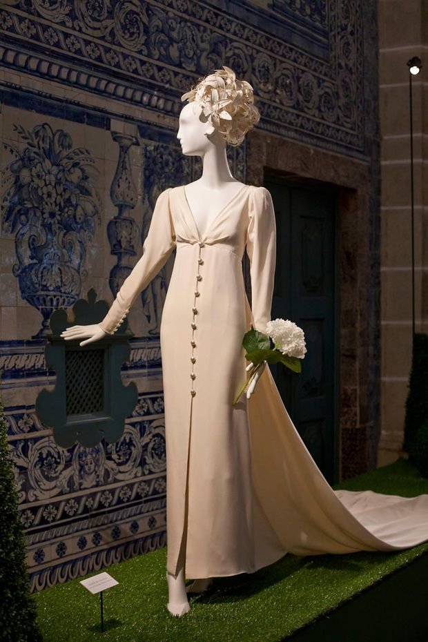 Unforgettable Wedding Gowns La Nueva Exposición De Givenchy Vintage Coutureblack Fridaywedding