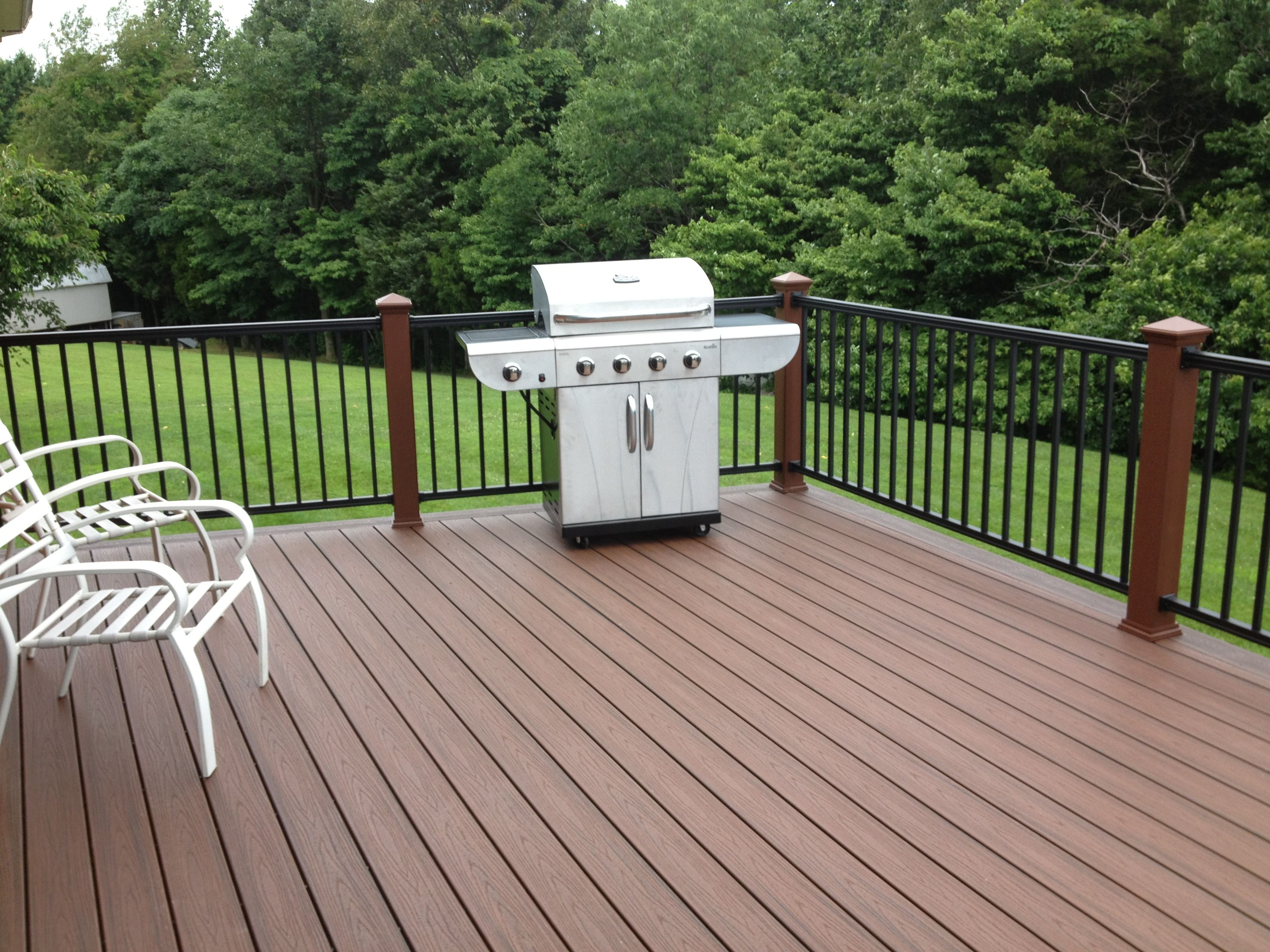 Spiced rum decking with hidden fasteners trex deck at for Outdoor composite decking