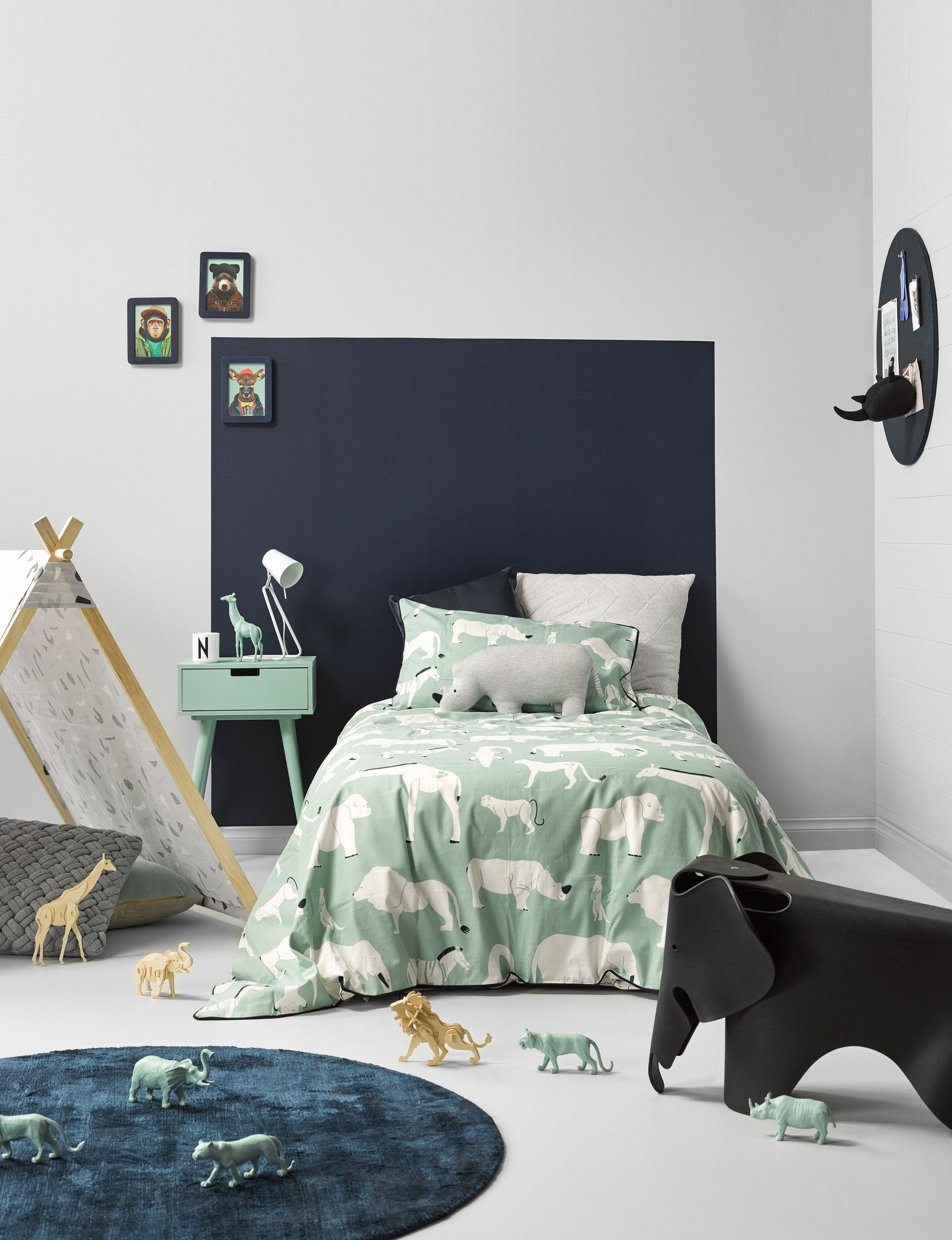 How to add cool style to your child's room with a painted headboard #childroom