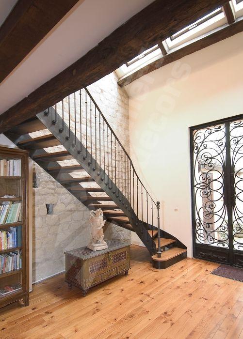escalier droit avec d part balanc fer et bois de style bistrot pour une d coration r tro esca. Black Bedroom Furniture Sets. Home Design Ideas