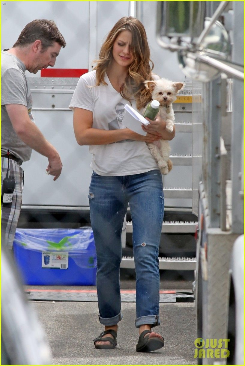 Melissa Benoist Suits Up For Supergirl Season 2303 Jpg 817 1222