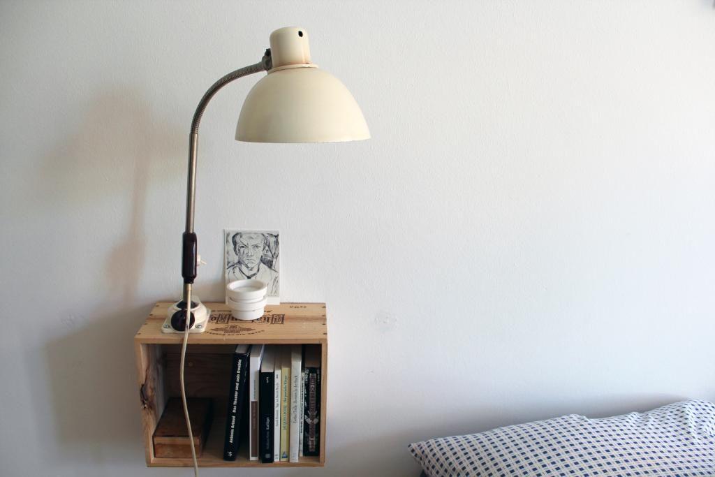 Schöne Regal-Idee mit Nachttischlampe und Büchern #Nachttisch - lampe für schlafzimmer