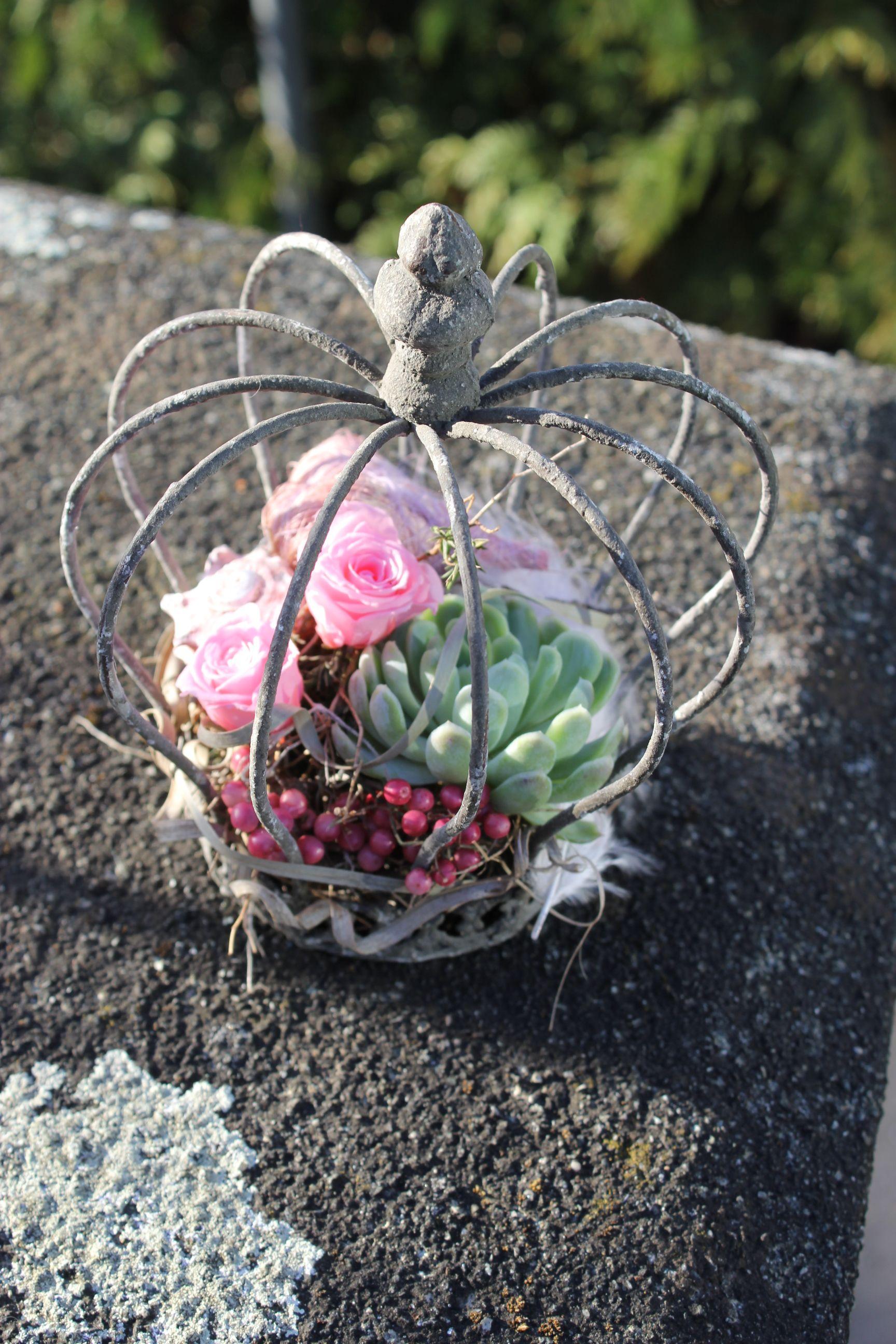 krone gefüllt mit stabiliiserten in rosa floral
