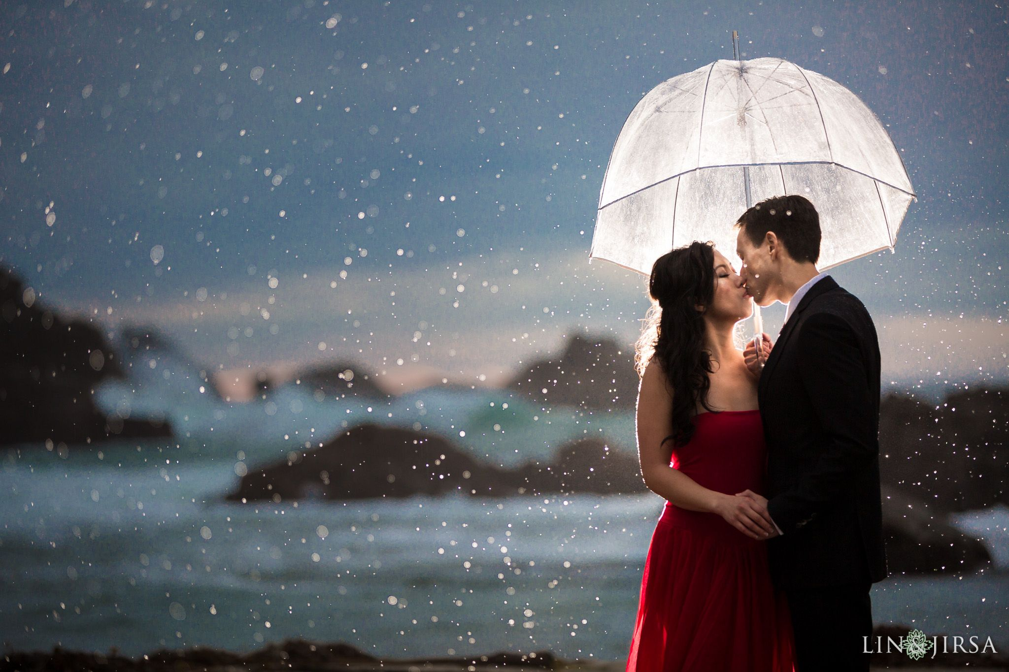 7 Rainy Wedding Photoshoot Inspirations 2