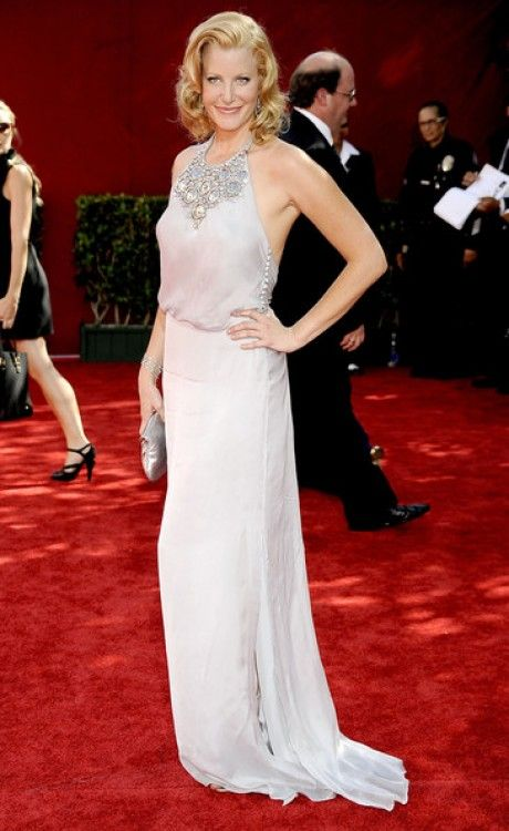 Anna Gunn who plays Skyler White in  breaking bad has been nominated to win outstanding supporting actress this year. She wore this gorgeous backless gown to the 2009 emmys