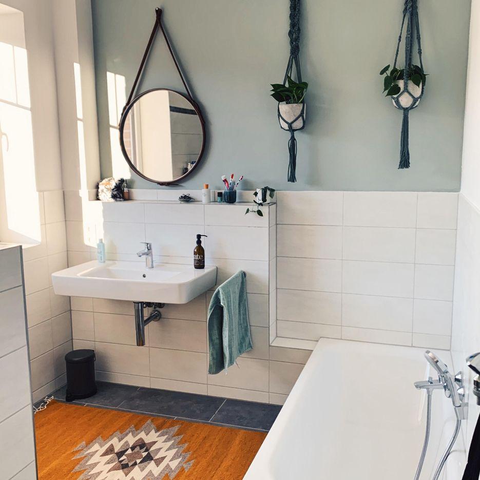 Wir Lieben Unser Neues Badezimmer Mit Diy Spiegel Un In 2020 Badezimmer Badezimmer Grun Neues Badezimmer