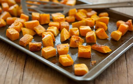 Hard winter squashes can be intimidating, but they are actually very simple to prepare as well as satisfying, nutritious and affordable! Butternut squash, for example, delivers healthy carbohydrates, vitamins A and C plus potassium. This basic recipe brings out the best in winter squash: little bites delightfully caramelized outside and creamy inside. Serve straight from the oven as a side dish or use in soup, tacos, enchiladas, pasta and salad.