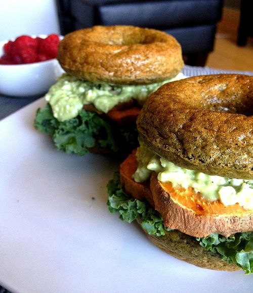 Meatless & over 70g protein » Sweet Potato Sliders on Superfood Protein Bagels. Building muscle the #vegan friendly way (apologies for the cottage cheese though)