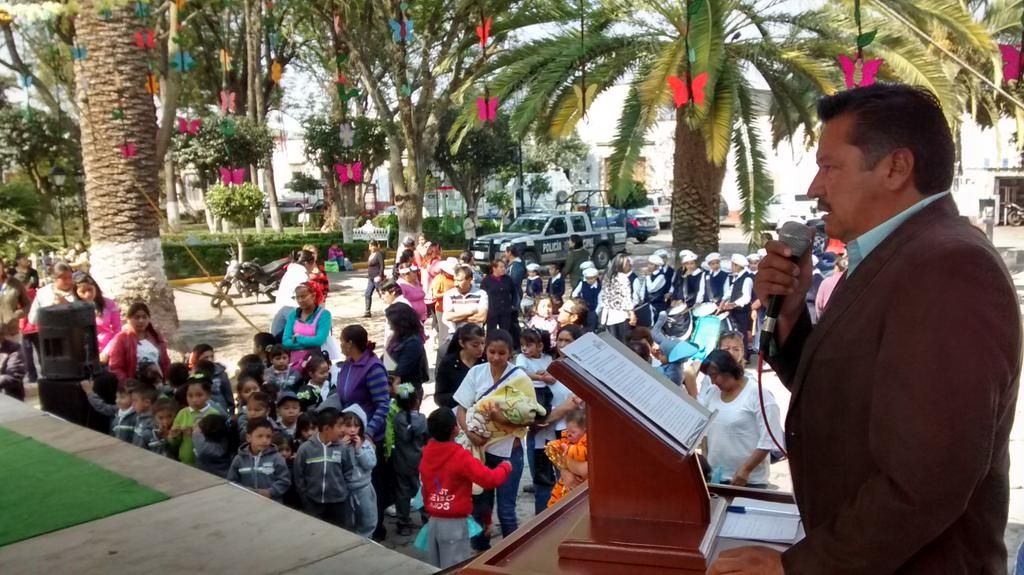 #Tepetlaoxtoc Presidente @JSALOMESANCHEZ en conmemoración Natalicio de Benito Juárez @eruviel_avila @AnaLiliaHerrera