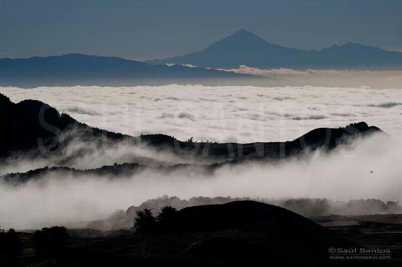 Desde el Hierro contemplando la Gomera y Tenerife.  Foto por: Saul Santos