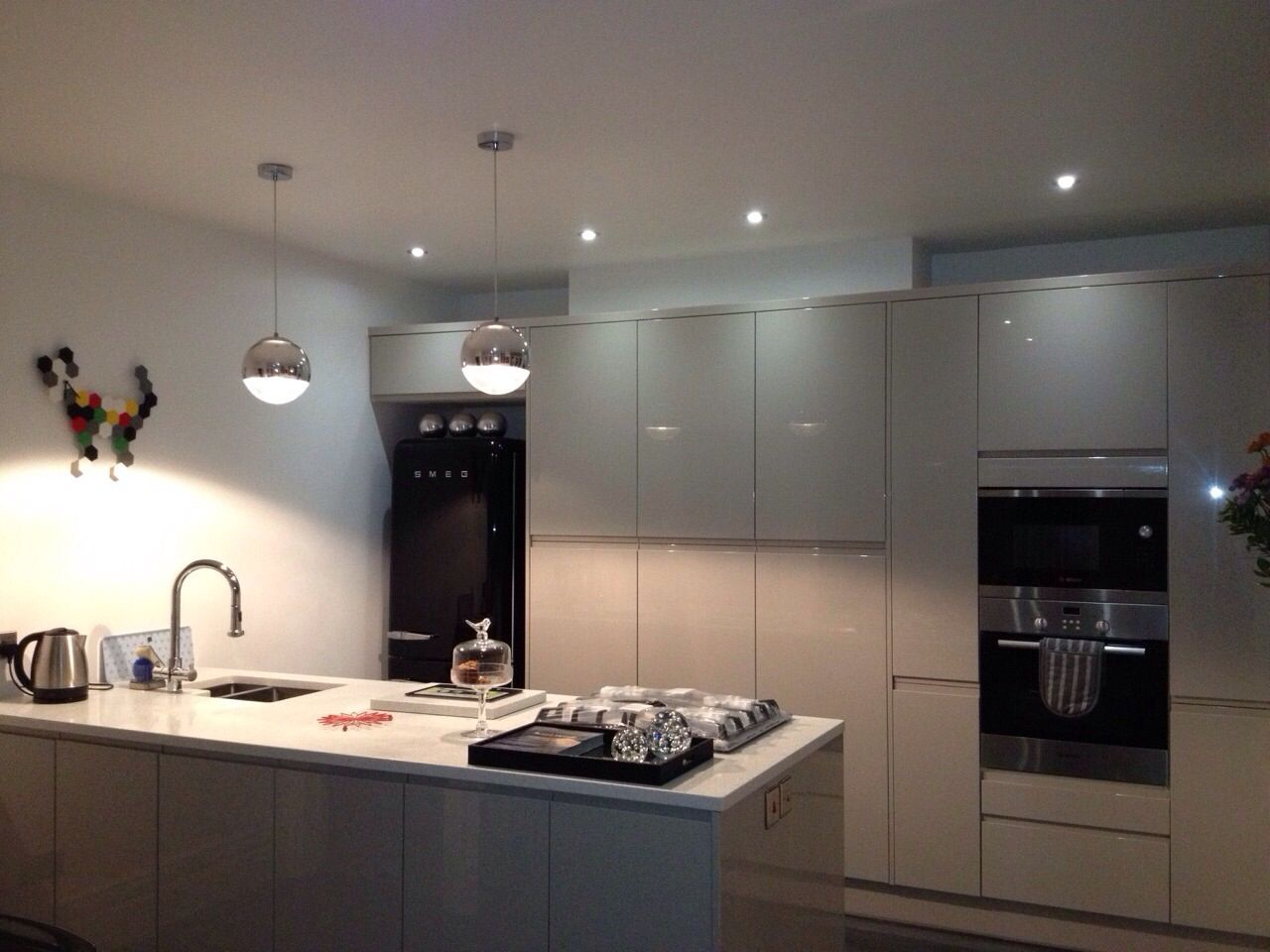 Love this grey kitchen from wren it 39 s cashmere high gloss for Kitchen units grey gloss
