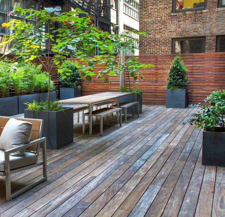 Grand cache-pot extérieur en tant que décoration terrasse moderne et pratique